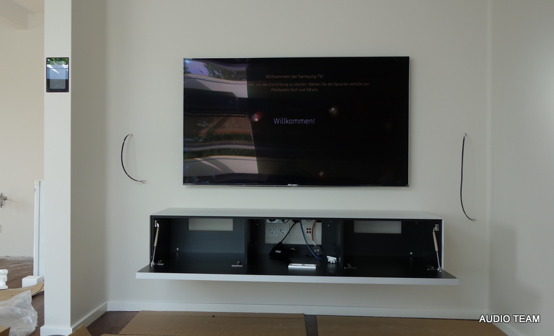 Fernsehgerät mit Montage und Hifi Anlage versteckt
