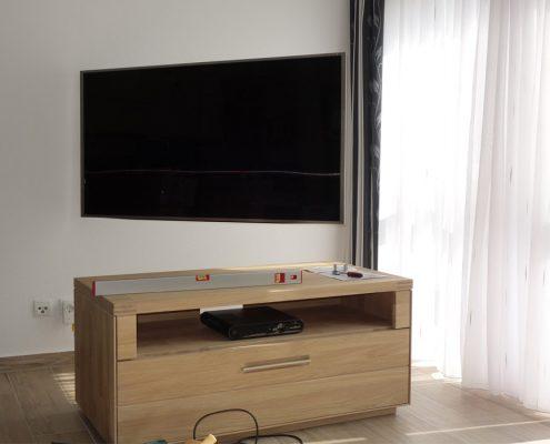 Samsung TV, DLS Wandlautsprecher, Yamaha AV Receiver, Schwenkbare Wandhalterung