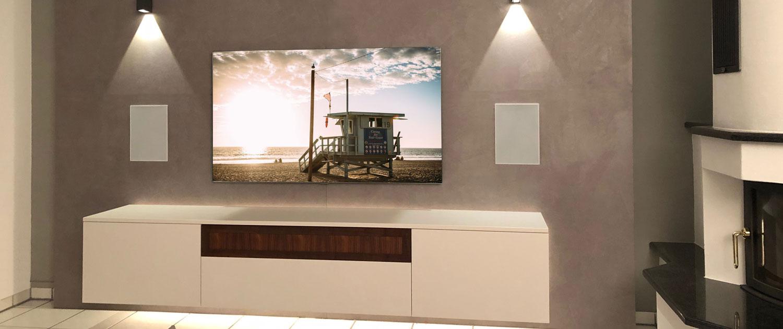Wohnwand mit TV und integriertem Soundsystem